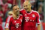MUNICH, GERMANY - AUGUST 09:  Arjen Robben (R) and Franck Ribery of Muenchen celebrate the opening goal during the Bundesliga match between FC Bayern Muenchen and Borussia Moenchengladbach at Allianz Arena on August 9, 2013 in Munich, Germany.  (Photo by Lennart Preiss/Bongarts/Getty Images)